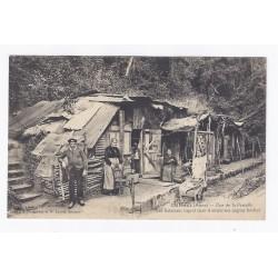 02880 - CUFFIES - RUE DE LA PERCELLE - LES HABITANTS LOGENT DANS D'ANCIENNES CAGNAS BOCHES