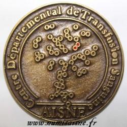 02 - MÉDAILLE - SOISSONS - CENTRE DÉPARTEMENTAL DE TRANSFUSION SANGUINE - AISNE - 100 DONS