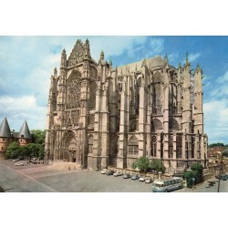 County 60000 - OISE - BEAUVAIS - THE CATHEDRAL AND THE TOWERS OF THE COURTHOUSE