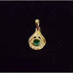YELLOW GOLD PENDANT - 18 CARATS - EMERALD AND 5 BRILLIANTS