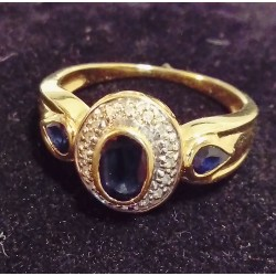YELLOW GOLD RING - 18 CARATS - 3 SAPPHIRES AND 20 SPARKLES (0.01 CARAT)