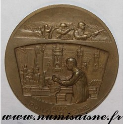MEDAL - WAR - 1914 - 1918 - AUX POILUS D'USINES - BY THE SOLDIER - BY THE WORKER - VICTORY