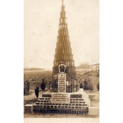 County 60400 - OISE - NOYON AND ROYE - MONUMENT TO THE DEAD - 1915